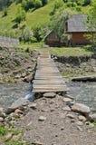 Деревенский деревянный мост над потоком Стоковое Изображение