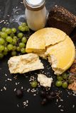 Деревенский местный молокозавод молоко сыра Стоковое Изображение