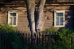 Деревенский дом в деревне Стоковые Фотографии RF