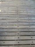 Деревенский пол горизонтальных параллельных деревянных доск с текстурой Стоковое Изображение RF