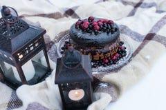 Деревенский свадебный пирог с ягодами Стоковое Изображение