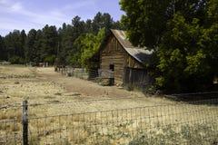 Деревенский старый западный амбар и сарай лошади поселенца Стоковое Изображение