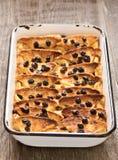 Деревенский традиционный великобританский пудинг хлеба с маслом Стоковые Изображения