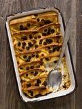 Деревенский традиционный великобританский пудинг хлеба с маслом Стоковое Фото