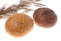 Деревенский хлеб изолированный на белой предпосылке Стоковые Изображения