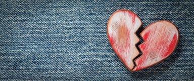 Деревенское красное разбитый сердце стоковые изображения