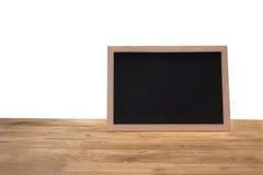 Деревенское классн классный меню шифера изолированное на деревянном столе с пробелом Стоковое Изображение