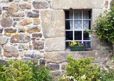 Деревенское окно и стена французского Gite Стоковые Фотографии RF