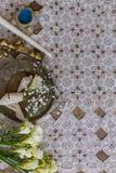 Деревенское оформление свадьбы на столешнице шнурка стоковое изображение rf