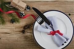 Деревенское урегулирование места рождества, счастливое украшение Нового Года с Стоковые Фото