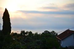 Деревни вокруг разделения с видом на море, Далмация, Хорватия стоковое фото