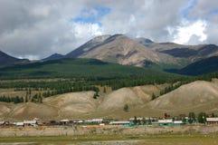 Деревня в долине горы Стоковая Фотография RF
