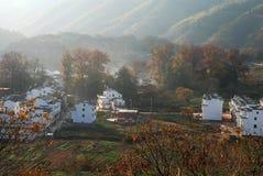 Деревня в тумане дыма Стоковые Изображения