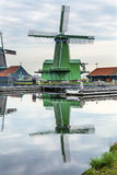 Деревня Голландия Нидерланды Zaanse Schans ветрянок Стоковое фото RF