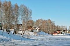 Деревня лета на пруде Стоковые Изображения RF