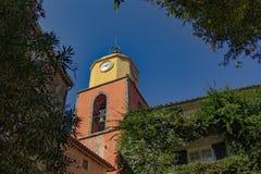 Деревня известных и навязчивой рекламы St Tropez стоковые фотографии rf