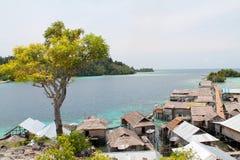 Деревня кочевников моря Bajau около острова Malenge Стоковые Изображения RF
