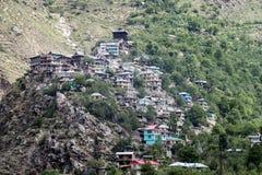 Деревня маленького города наверху холма Стоковые Изображения RF