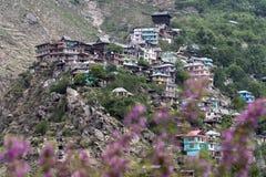 Деревня маленького города наверху холма Стоковая Фотография