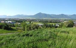 Деревня на ноге гор Стоковое Изображение