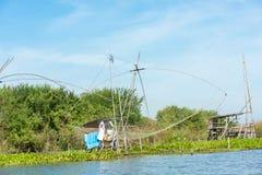 """Деревня рыболова в Таиланде с несколькими удя вызванных инструментов """"Yok Yor """", инструменты Таиланда традиционные удя которые сд стоковая фотография"""