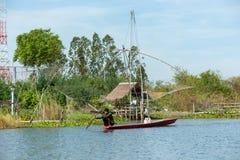 Деревня рыболова в Таиланде с несколькими удя инструментов вызвала стоковые изображения rf