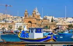 Деревня рыболовов Marsaxlokk в Мальте Традиционные красочные шлюпки на порте Marsaxlokk крупного плана eyedroppers высокий разреш Стоковое Изображение
