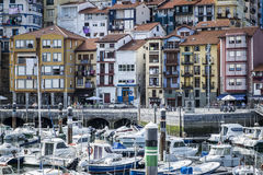 Деревня рыболова Bermeo в побережье Баскония Europ Стоковое Изображение RF