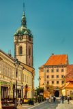 Деревня солнечного дня башни церков Melnik живописная стоковое фото