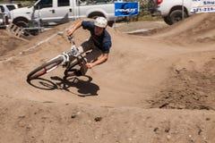 ДЕРЕВНЯ APTOS - 14-ОЕ АПРЕЛЯ: 4-ый ежегодный Fe горного велосипеда Santa Cruz Стоковые Фотографии RF