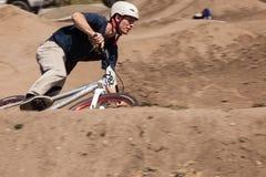 ДЕРЕВНЯ APTOS - 14-ОЕ АПРЕЛЯ: 4-ый ежегодный Fe горного велосипеда Santa Cruz Стоковая Фотография