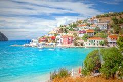 Деревня Assos в Kefalonia, Греции Стоковое Изображение RF