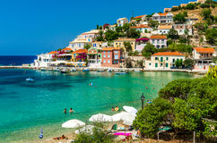 Деревня Assos на острове Kefalonia в Греции Стоковые Изображения