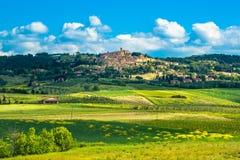 Деревня Casale Marittimo старая каменная в Maremma Италия Тоскана стоковые фотографии rf