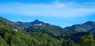 Деревня Coaraze горы старая, ` Azur Коута d Провансали Alpes стоковые фотографии rf
