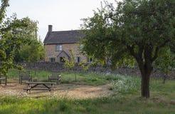 Деревня Donnington, Gloucestershire Cotswold, Англия стоковые фотографии rf