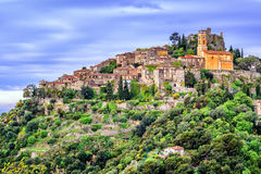 Деревня Eze на верхней части холма, французской ривьере, Провансали, Франции стоковое изображение rf