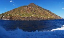 Деревня Ginostra на острове Strombolie вулканическом Стоковые Изображения RF