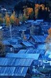 Деревня Hemu, красивое горное село в Синьцзян стоковые изображения