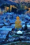 Деревня Hemu, красивое горное село в Синьцзян стоковое фото rf