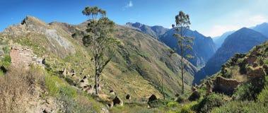 Деревня Huaquis внутри ни Yauyos Cochas, Перу Стоковые Изображения RF