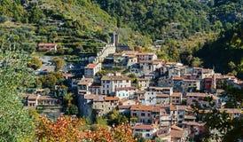 Деревня Luseram горы старая, Провансаль Alpes Cote d'Azur стоковые изображения rf