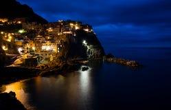 Деревня Manarola во время nighttime Стоковая Фотография