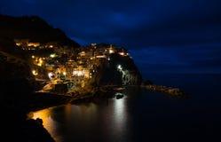 Деревня Manarola во время nighttime Стоковые Фото