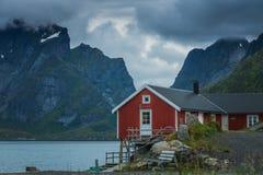 Деревня Reine на Lofoten в свете раннего утра стоковое фото