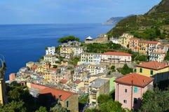 Деревня Riomaggiore, в терра Cinque, северозападная Италия Стоковое фото RF
