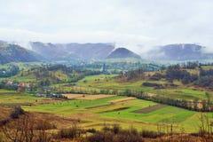 Деревня Rohia земли Тары Lapusului от Maramures, Румынии стоковые изображения rf