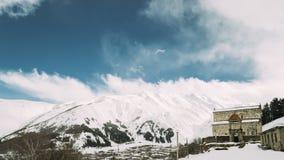 Деревня Sioni, регион Mtskheta-mtianeti, Грузия Старая старая церковь рождества благословленной девственницы в Sioni сток-видео