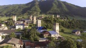 Деревня Svaneti старая в Georgia Средневековая башня Mestia акции видеоматериалы