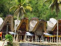 Деревня Tana Toraja, tongkonan дома и здания Kete Kesu, Rantepao, Сулавеси, Индонезия стоковое изображение rf